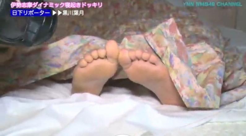 【足裏キャプ画像】臭いのかどうか確認したくなるタレント達の足の裏ww 11