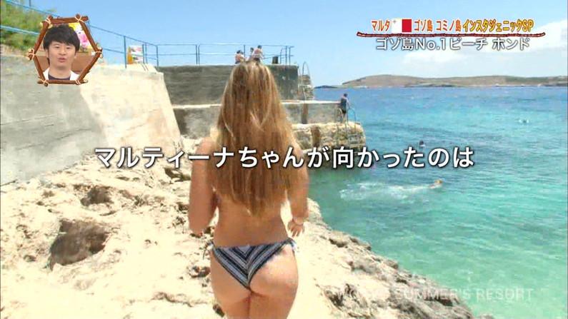 【お尻キャプ画像】小さなん水着着せられて思いっきりハミ尻しちゃってるタレント達ww 19