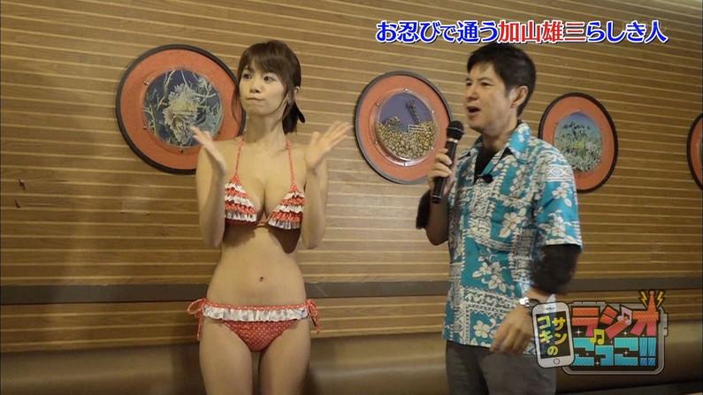【水着キャプ画像】水着でテレビに映るタレント達って必ずエロ路線いかされてるよなw 06