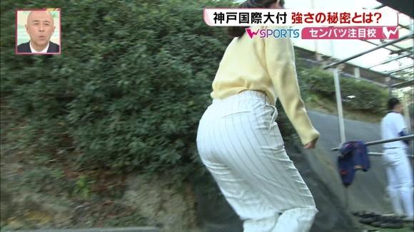 【お尻キャプ画像】大きなお尻にぴったりフィットしてパン線まで見えちゃってるタレント達w 24