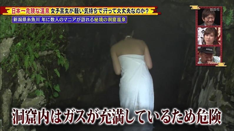 【温泉キャプ画像】いつポロリしてもおかしくないくらいギリギリにバスタオル巻いて温泉レポするタレント達w 01