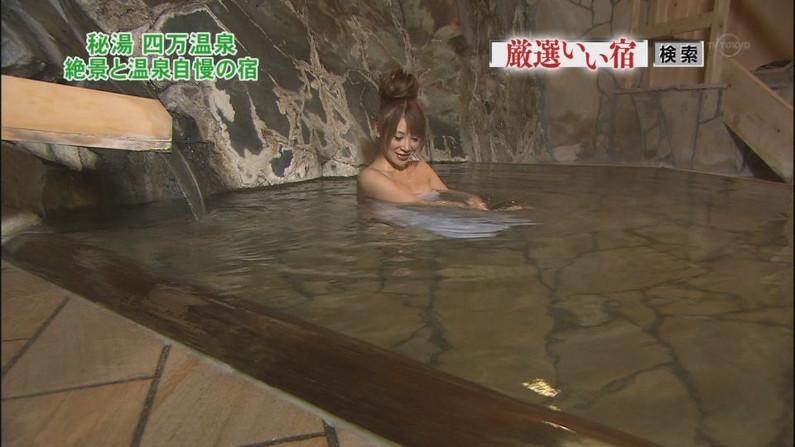 【温泉キャプ画像】いつポロリしてもおかしくないくらいギリギリにバスタオル巻いて温泉レポするタレント達w 17