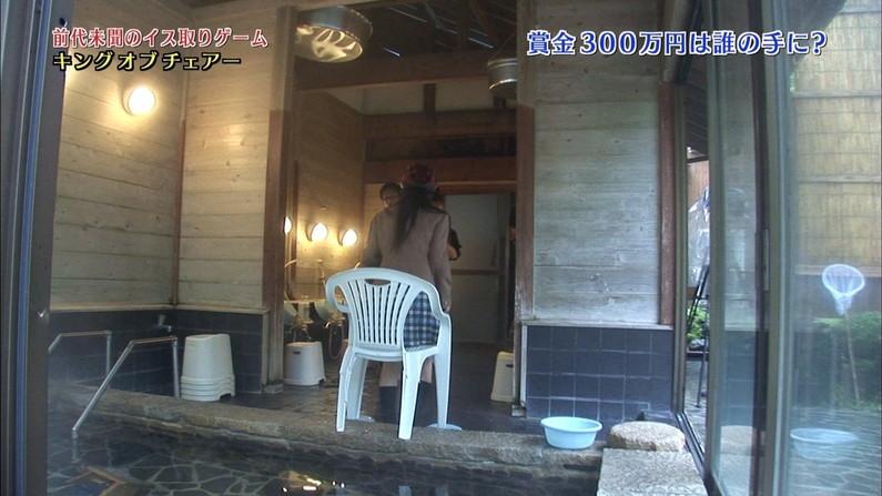 【温泉キャプ画像】いつポロリしてもおかしくないくらいギリギリにバスタオル巻いて温泉レポするタレント達w 21