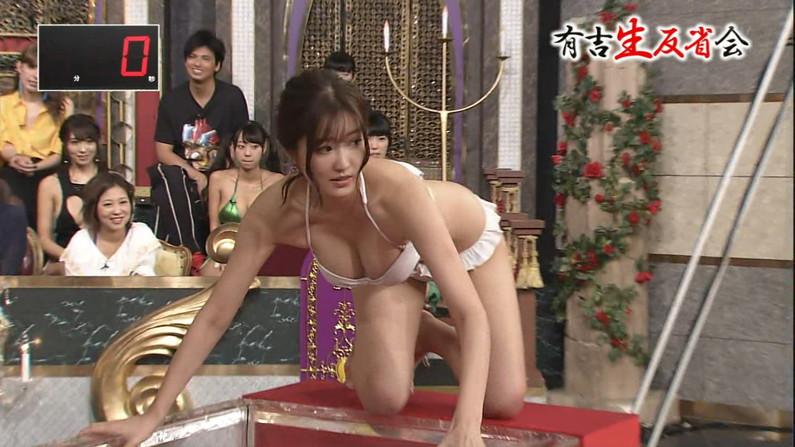【水着キャプ画像】テレビに映った巨乳美女のビキニ姿がマジやばいw 06