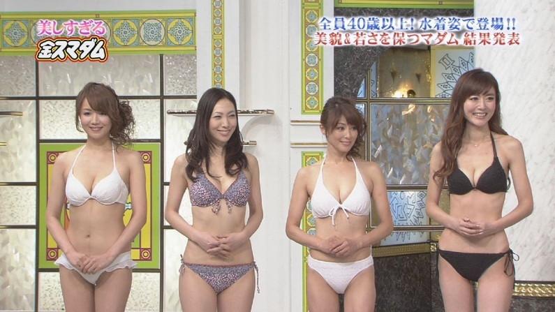 【水着キャプ画像】テレビに映った巨乳美女のビキニ姿がマジやばいw 21