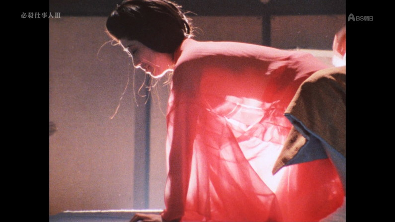【濡れ場キャプ画像】女優さん達がベッドシーンなどで見せる綺麗なオッパイがヤバいww 01