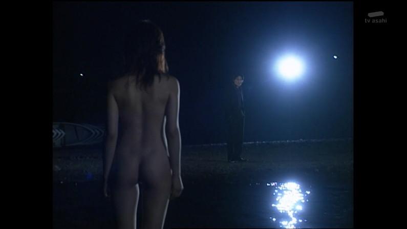 【濡れ場キャプ画像】女優さん達がベッドシーンなどで見せる綺麗なオッパイがヤバいww 08