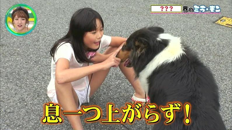【開脚キャプ画像】マ〇コ見えそうなくらい思いっきりテレビでお股広げちゃってる美女達w 07