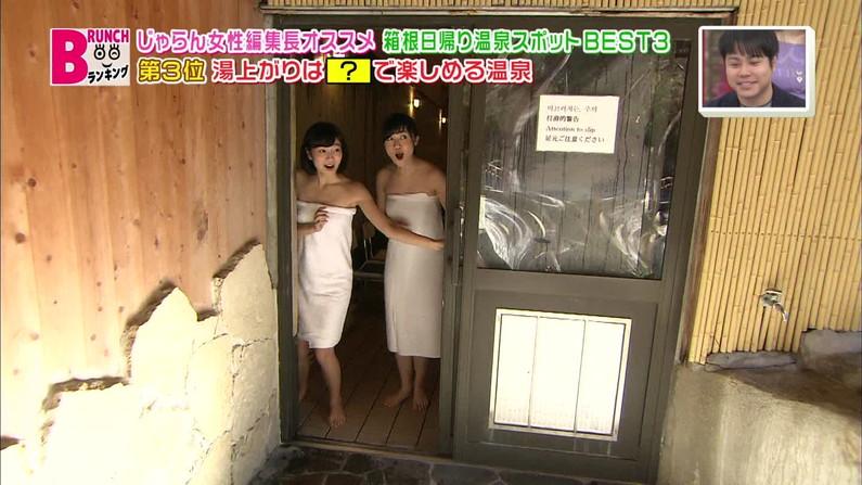 【温泉キャプ画像】バスタオルからハミ乳させて温泉レポする巨乳タレントがエロすぎるww 05