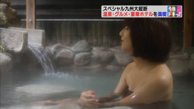 【温泉キャプ画像】バスタオルからハミ乳させて温泉レポする巨乳タレントがエロすぎるww 15