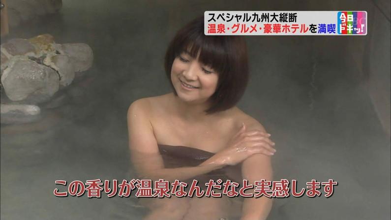 【温泉キャプ画像】バスタオルからハミ乳させて温泉レポする巨乳タレントがエロすぎるww 24