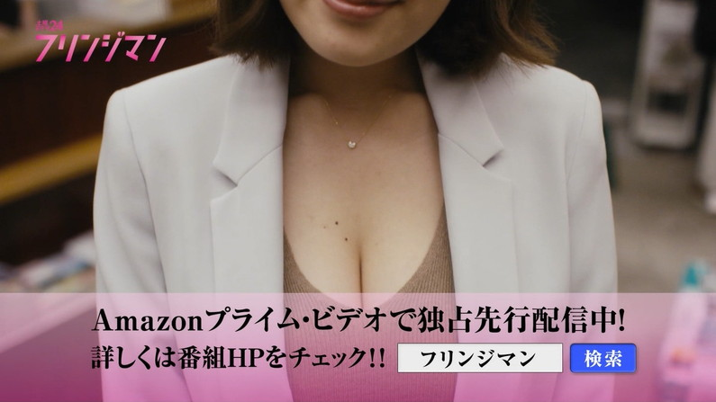 【胸ちらキャプ画像】テレビなのに大胆に谷間見せちゃうタレント達w 04