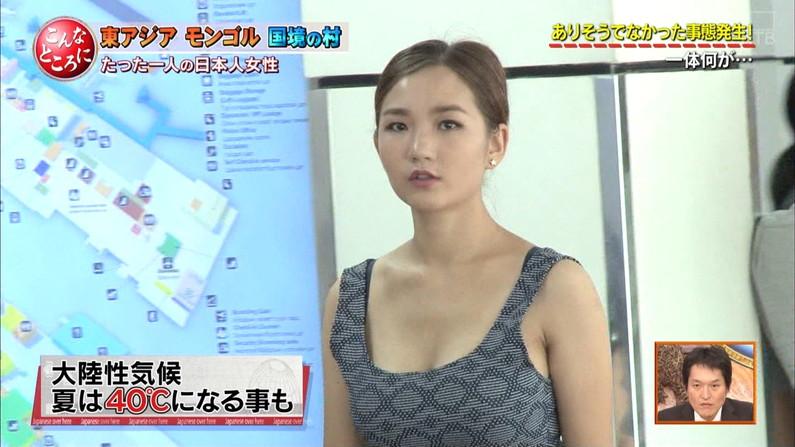 【胸ちらキャプ画像】テレビなのに大胆に谷間見せちゃうタレント達w 24