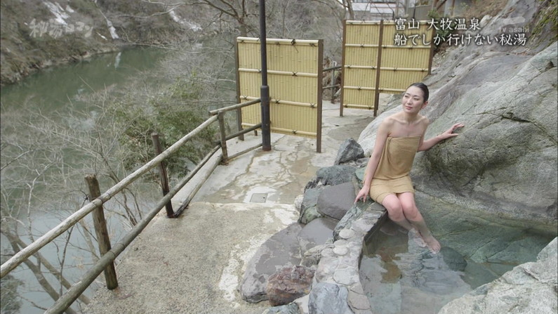 【温泉キャプ画像】温泉レポしてるタレント達のバスタオルがはだけて来て下半身が・・・w 22