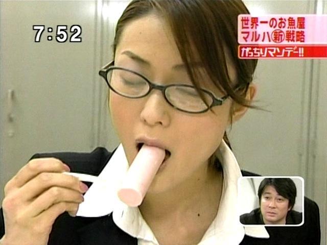 【疑似フェラキャプ画像】フェラしてる時の顔にそっくりな顔して食レポする女子アナ達w 12