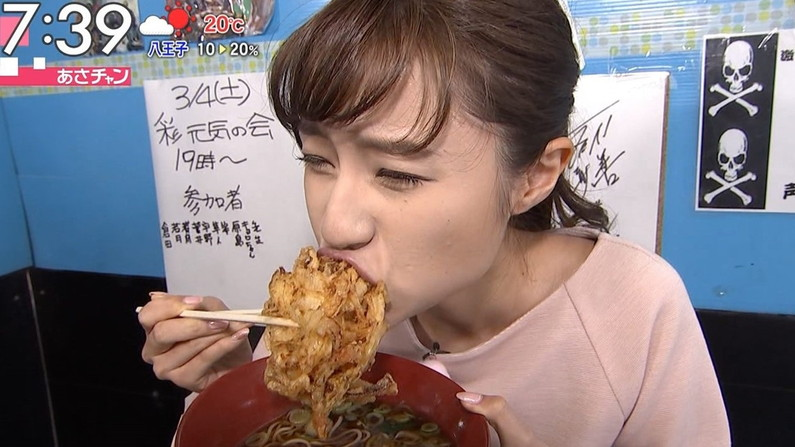 【疑似フェラキャプ画像】フェラしてる時の顔にそっくりな顔して食レポする女子アナ達w 23