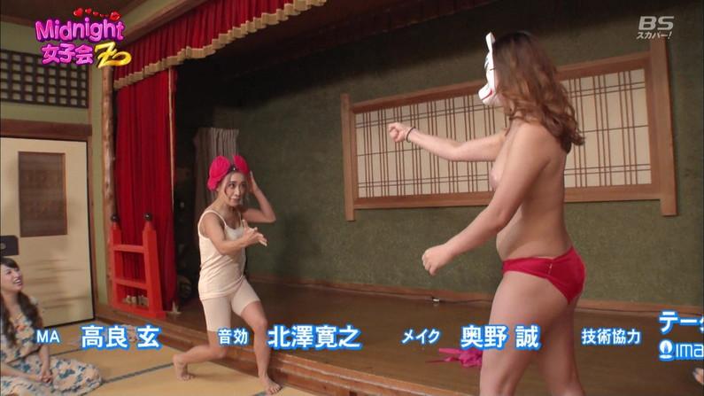 【オッパイキャプ画像】テレビで乳首まで丸出しになった女性達ww 14