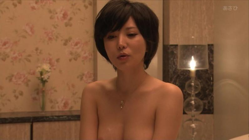 【オッパイキャプ画像】テレビで乳首まで丸出しになった女性達ww 18