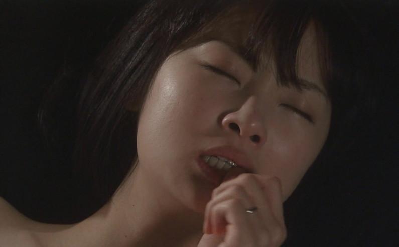 【逝き顔キャプ画像】テレビ放送中に快感が絶頂に達してしまったタレント達ww 07