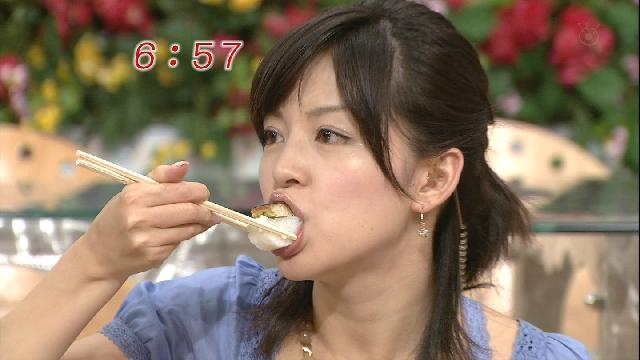 【疑似フェラキャプ画像】食レポの時そんなやらしい顔して一体何考えてるんでしょうね?ww 12