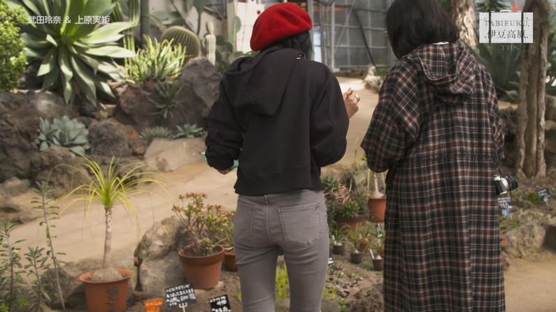 【お尻キャプ画像】タレント達のパン線までくっきり見えちゃったブリブリのお尻ww 11
