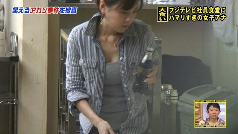 【胸ちらキャプ画像】エロい谷間を武器にテレビに映るタレント達w 19