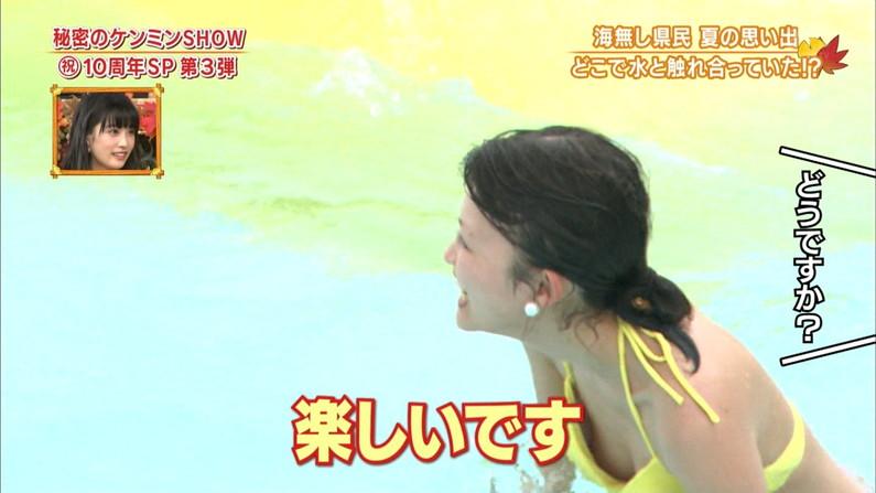 【水着キャプ画像】タレント達のオッパイが水着に収まりきってないような気がするんだけどw 01