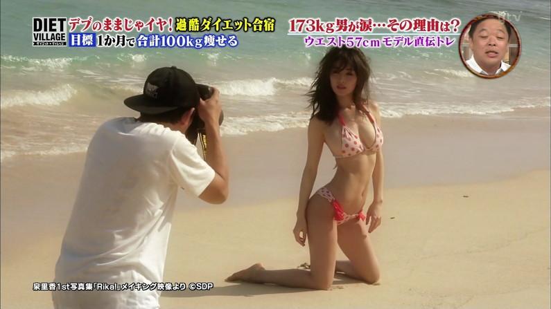 【水着キャプ画像】タレント達のオッパイが水着に収まりきってないような気がするんだけどw 15