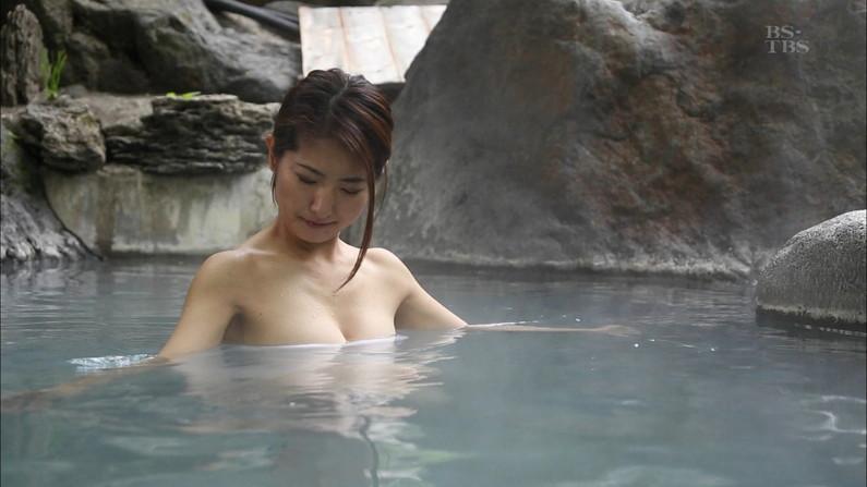 【温泉キャプ画像】必ずと言っていいほど温泉番組で巨乳アピールしてくるタレント達w