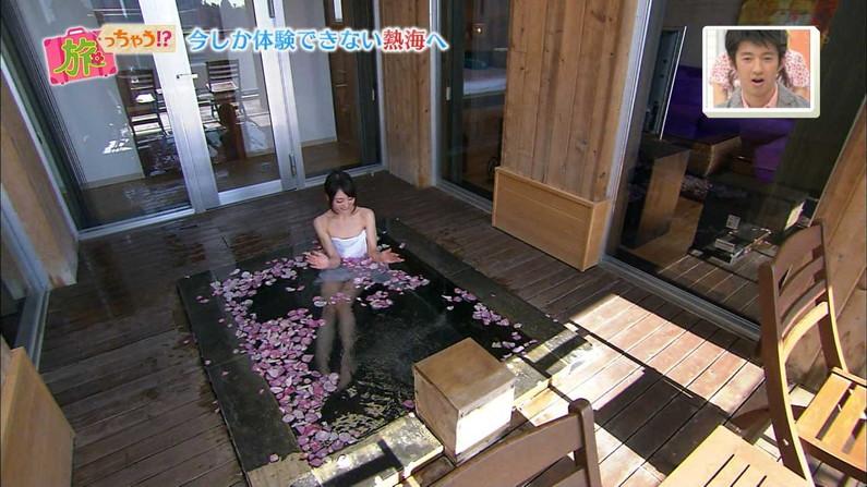 【温泉キャプ画像】必ずと言っていいほど温泉番組で巨乳アピールしてくるタレント達w 13
