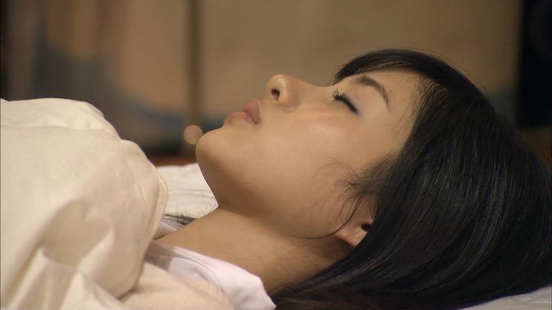 【寝顔キャプ画像】美人タレント達の無防備な寝顔がエロすぎww 17