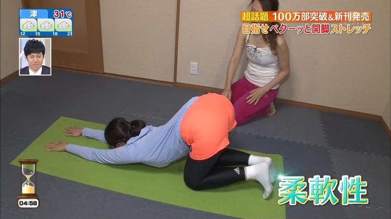 【お尻キャプ画像】ピタパン履いたタレント達がパンツラインまで見えちゃってるw 01