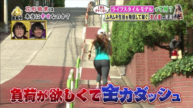 【お尻キャプ画像】ピタパン履いたタレント達がパンツラインまで見えちゃってるw 04