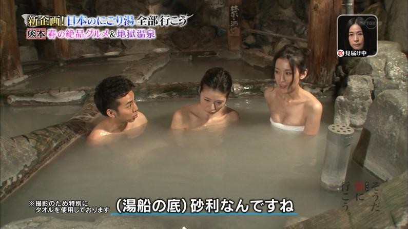 【温泉キャプ画像】エロ目線でしか見れないハミ乳させながら温泉レポするタレント達w 21