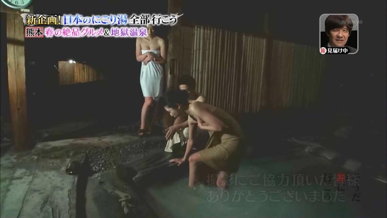 【温泉キャプ画像】エロ目線でしか見れないハミ乳させながら温泉レポするタレント達w 24