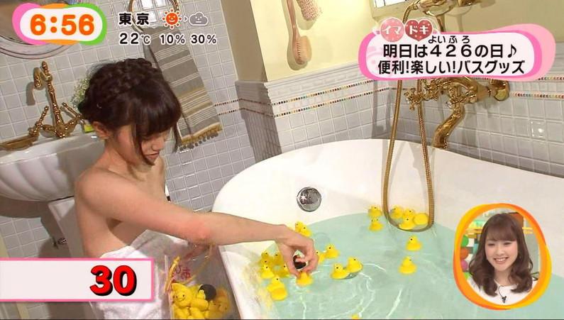 【温泉キャプ画像】バスタオルからのハミ乳がやらしいタレント達の温泉レポw 19