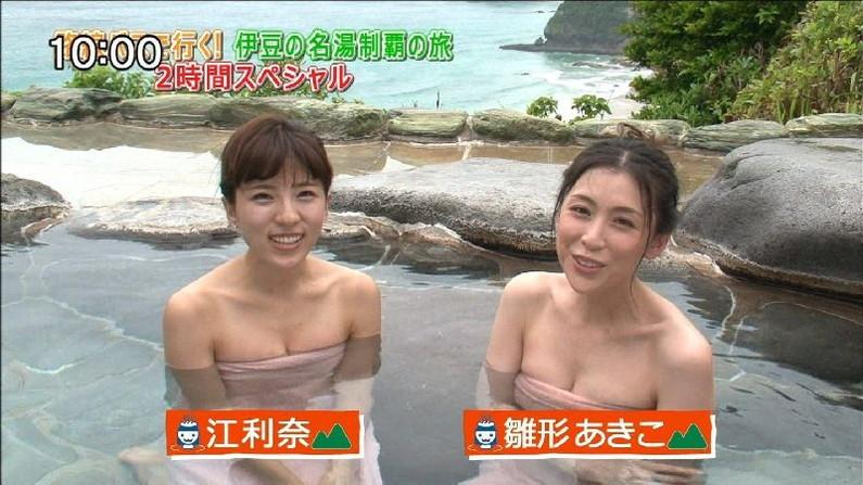 【温泉キャプ画像】バスタオルからのハミ乳がやらしいタレント達の温泉レポw 23