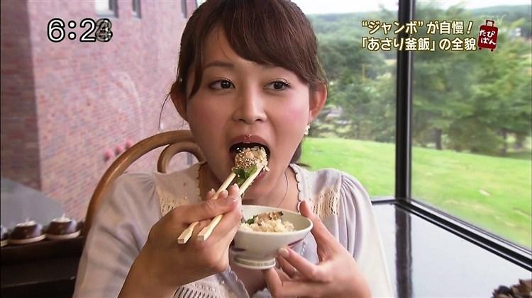 【疑似フェラキャプ画像】なぜいつもそんなやらしい顔して食レポしてるんでしょうね?w 10