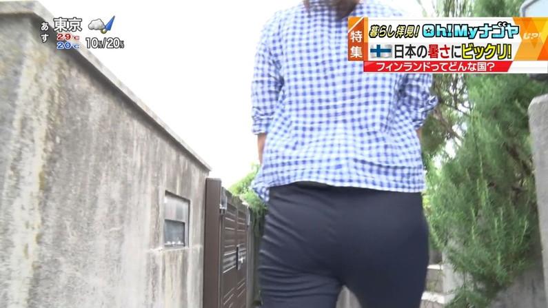 【お尻キャプ画像】ロケ番組になると必ずと言っていいほど女子アナってパンツライン見えてるよなw 17