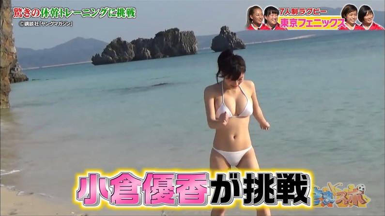 【水着キャプ画像】頼むからポロリしてくれと願っちゃう巨乳タレントの水着姿w 06