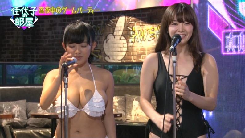 【水着キャプ画像】頼むからポロリしてくれと願っちゃう巨乳タレントの水着姿w 14