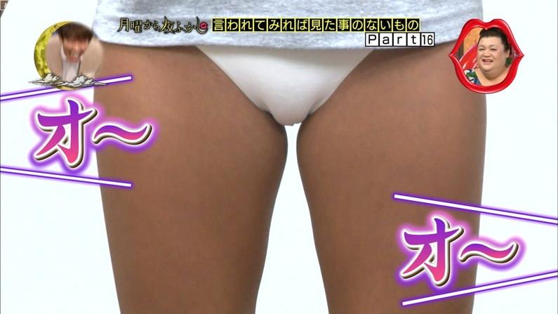 【マン筋キャプ画像】テレビでおマ〇コの割れ目がパックリ映っちゃったw 09