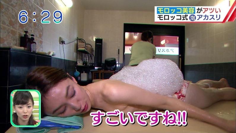 【エステキャプ画像】上半身スッポンポンでマッサージされてるタレント達がテレビに映されるw 17
