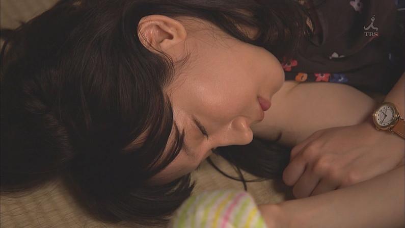 【寝顔キャプ画像】こんな美女達の無防備な寝顔見てるとムラムラしてこないか?w 03