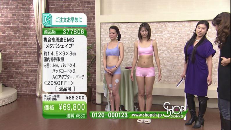 【へそキャプ画像】テレビに映るへそ出し美女達のくびれボディーがエロいw 09