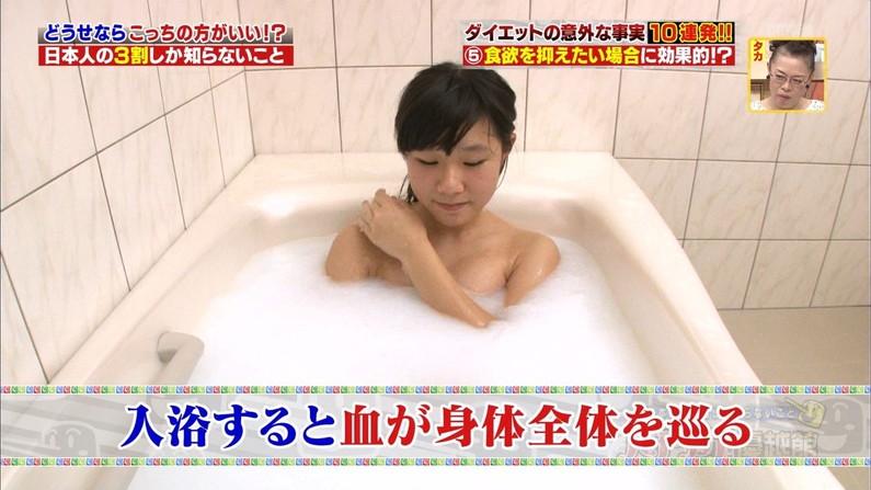【温泉キャプ画像】見逃すと後悔する美人タレントのハミ乳させた入浴シーンw