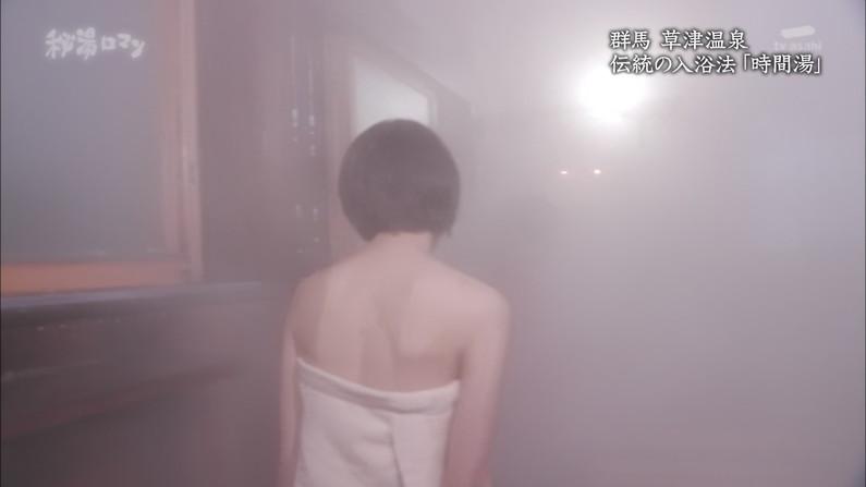 【温泉キャプ画像】見逃すと後悔する美人タレントのハミ乳させた入浴シーンw 13