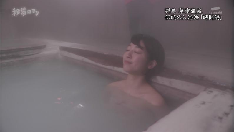【温泉キャプ画像】見逃すと後悔する美人タレントのハミ乳させた入浴シーンw 14