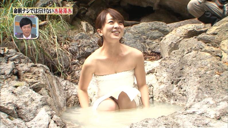 【温泉キャプ画像】見逃すと後悔する美人タレントのハミ乳させた入浴シーンw 18