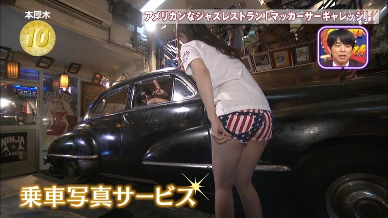 【太ももキャプ画像】パンツ見えるギリギリまで太もも露出しちゃうタレント達w 15